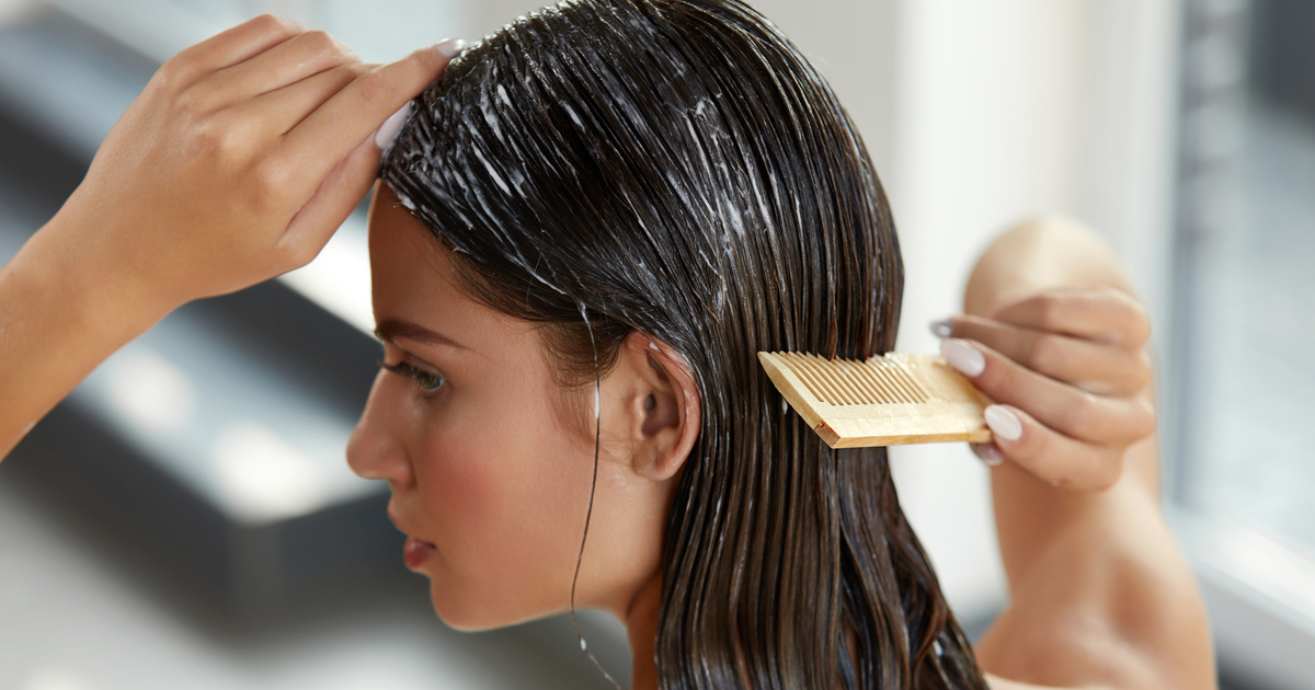 Basta capelli crespi: i rimedi naturali e i trucchi da non perdere