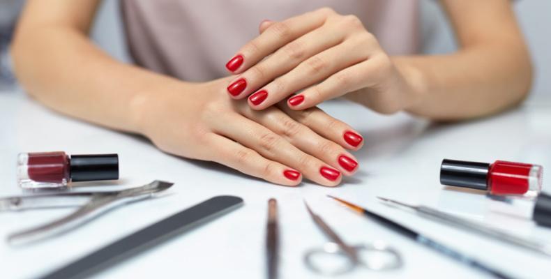 Eseguire manicure