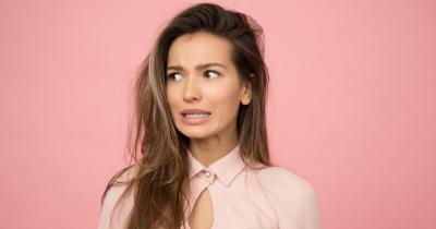 7 effetti dello stress su pelle e capelli e come evitarli
