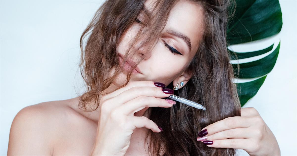Olio di ricino per i capelli: ecco come usarlo