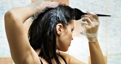 Come fare la tinta per capelli a casa? I consigli per non fare un disastro
