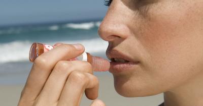 Balsami labbra mare: cosa sono e perché sono l'alleato per l'estate