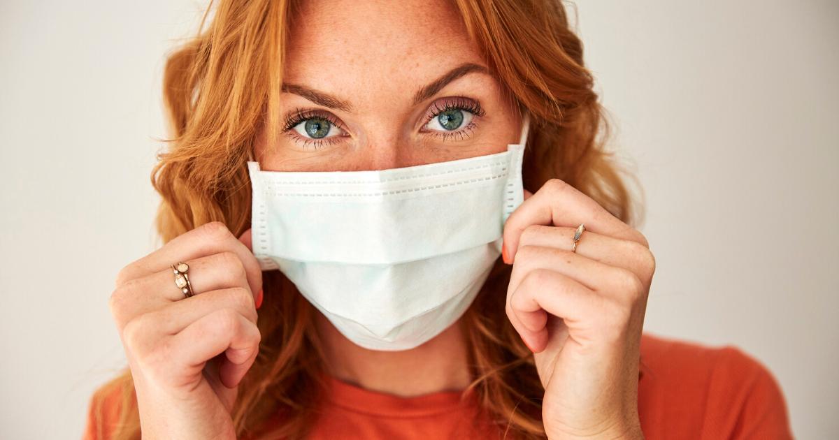 Skincare con la mascherina: come evitare brufoletti & co.