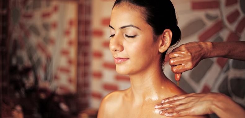 medicina-ayurvedica-massaggio