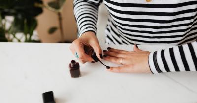 Come mettere lo smalto: guida step by step