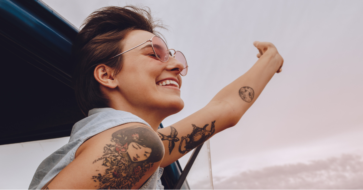 Tatuaggi al sole: ecco come proteggerli