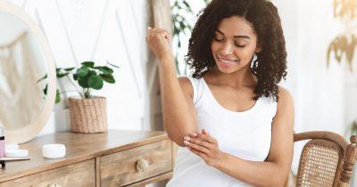 Gomiti screpolati: cause e rimedi per curarli al meglio