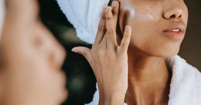 Pelle sensibile viso: ecco la corretta skincare