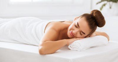Tutto sul massaggio linfodrenante: benefici per gambe e glutei