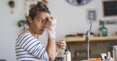 Come togliere la tinta per capelli dalla pelle