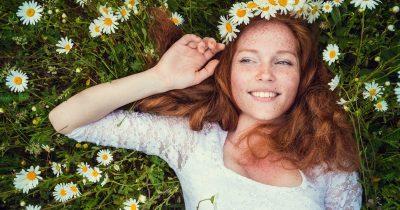 Come preparare la pelle alla primavera? Con yoga e pilates e sieri antiossidanti