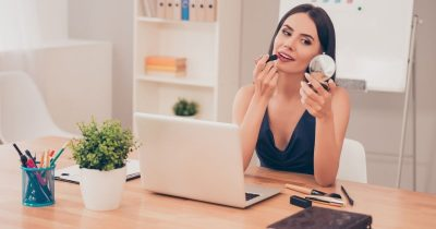 Come truccarsi per un colloquio di lavoro: il tutorial