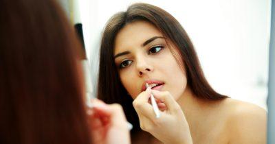 Matita labbra trasparente: a cosa serve e come si usa